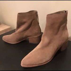Like new Dolce vita tan suede booties size 8